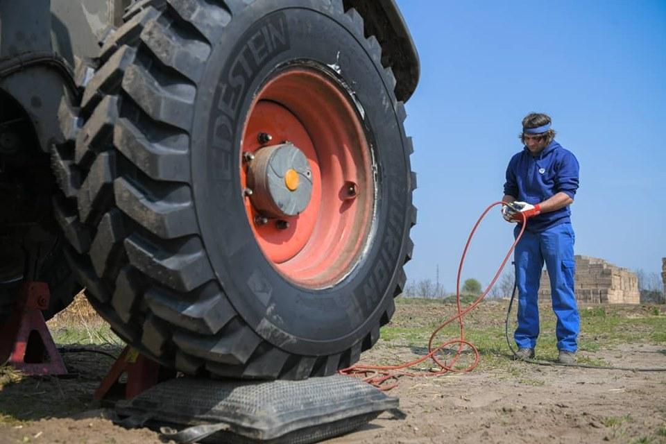 traktor-gumi-elado