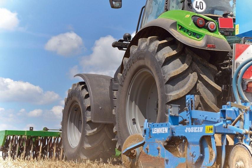traktor-gumi